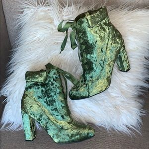 Bamboo Crushed Velvet Ribbon Lace Booties